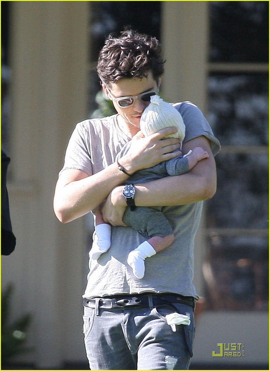 orlando bloom walk in the park with flynn 132513857
