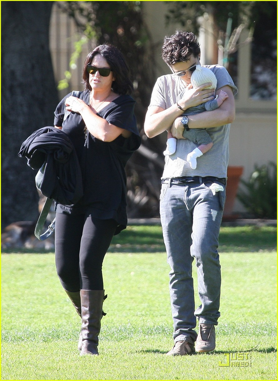 orlando bloom walk in the park with flynn 142513858