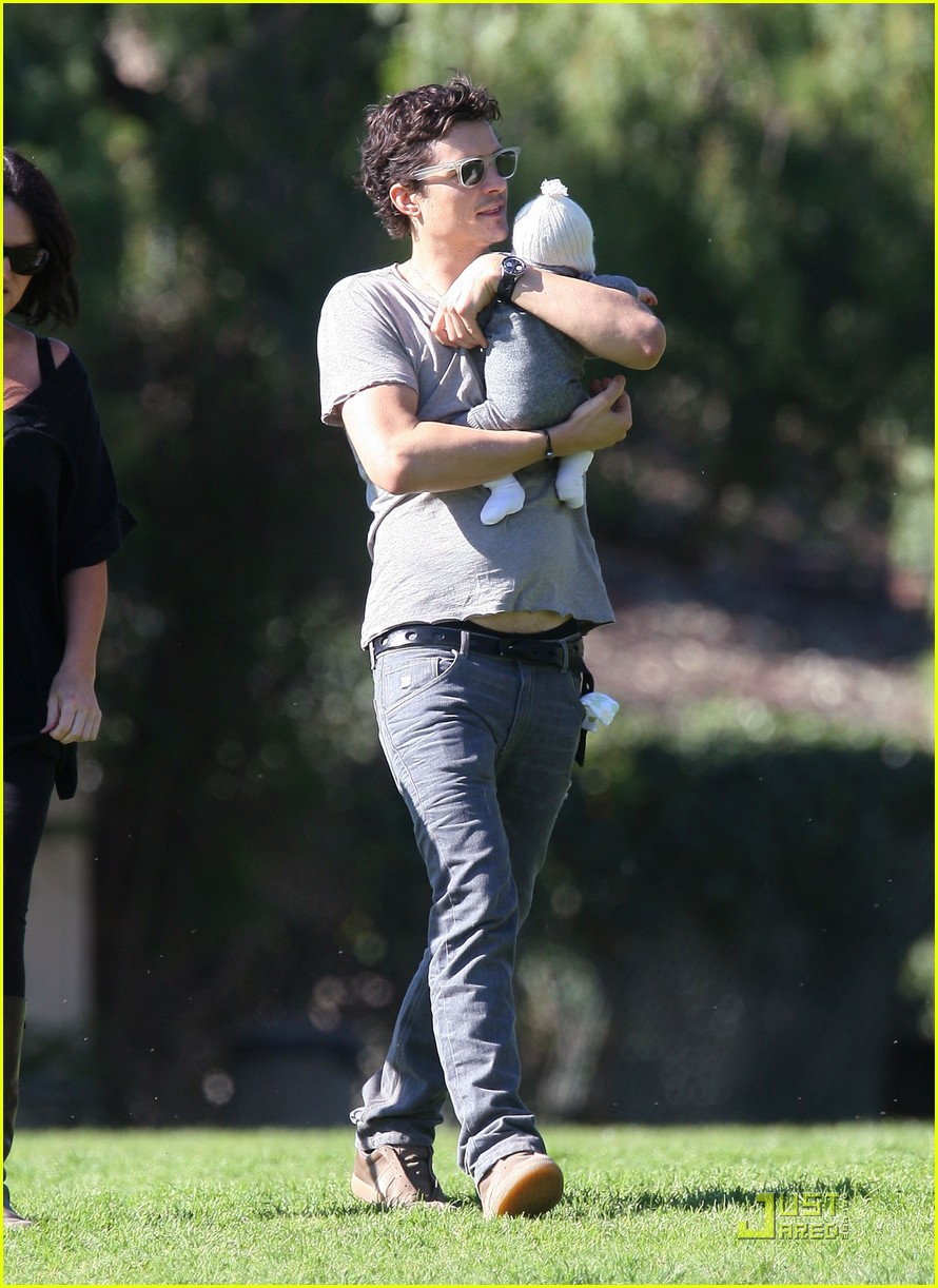 orlando bloom walk in the park with flynn 24