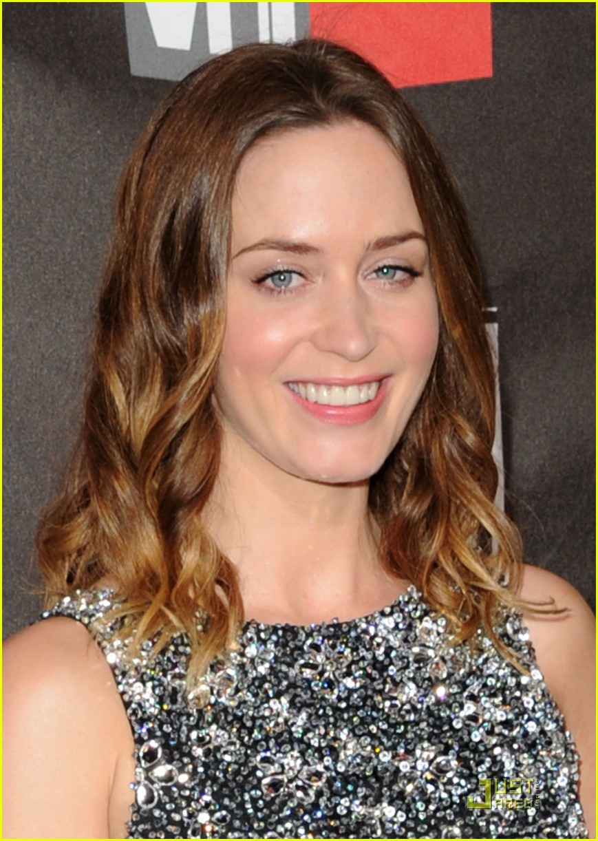 emily blunt critics choice 05