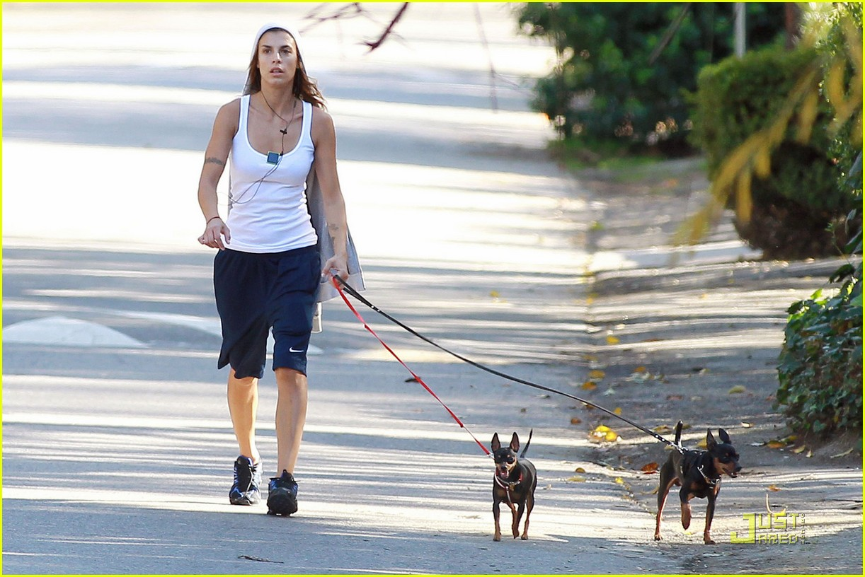 elisabetta canalis dog walk 02