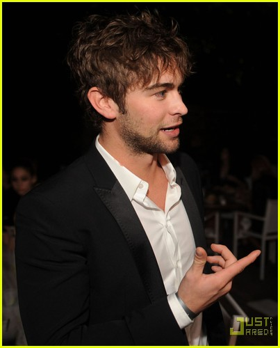 chace crawford matthew morrison new years 02