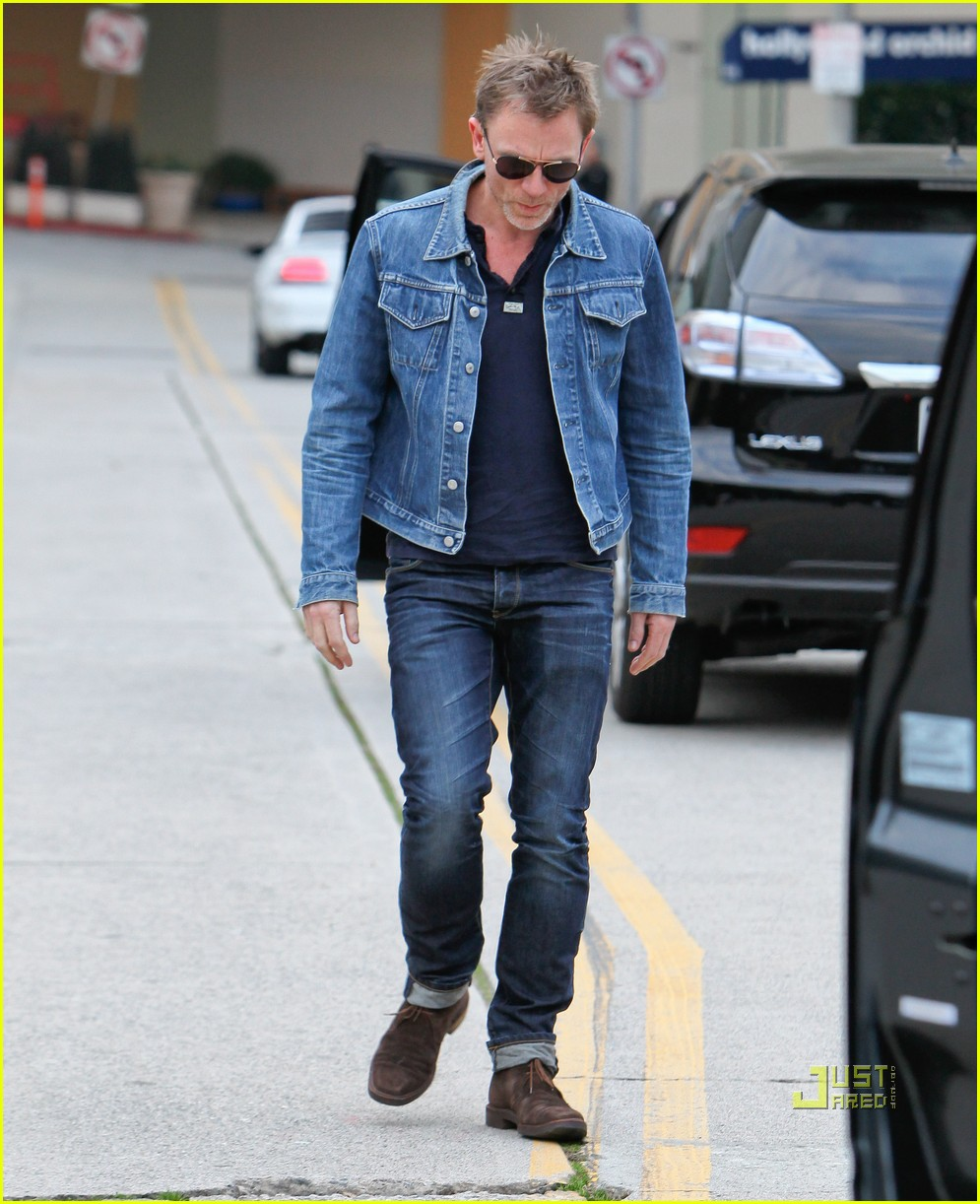 28d330c5a Daniel Craig: Denim Jacket Dude: Photo 2509286 | Daniel Craig ...