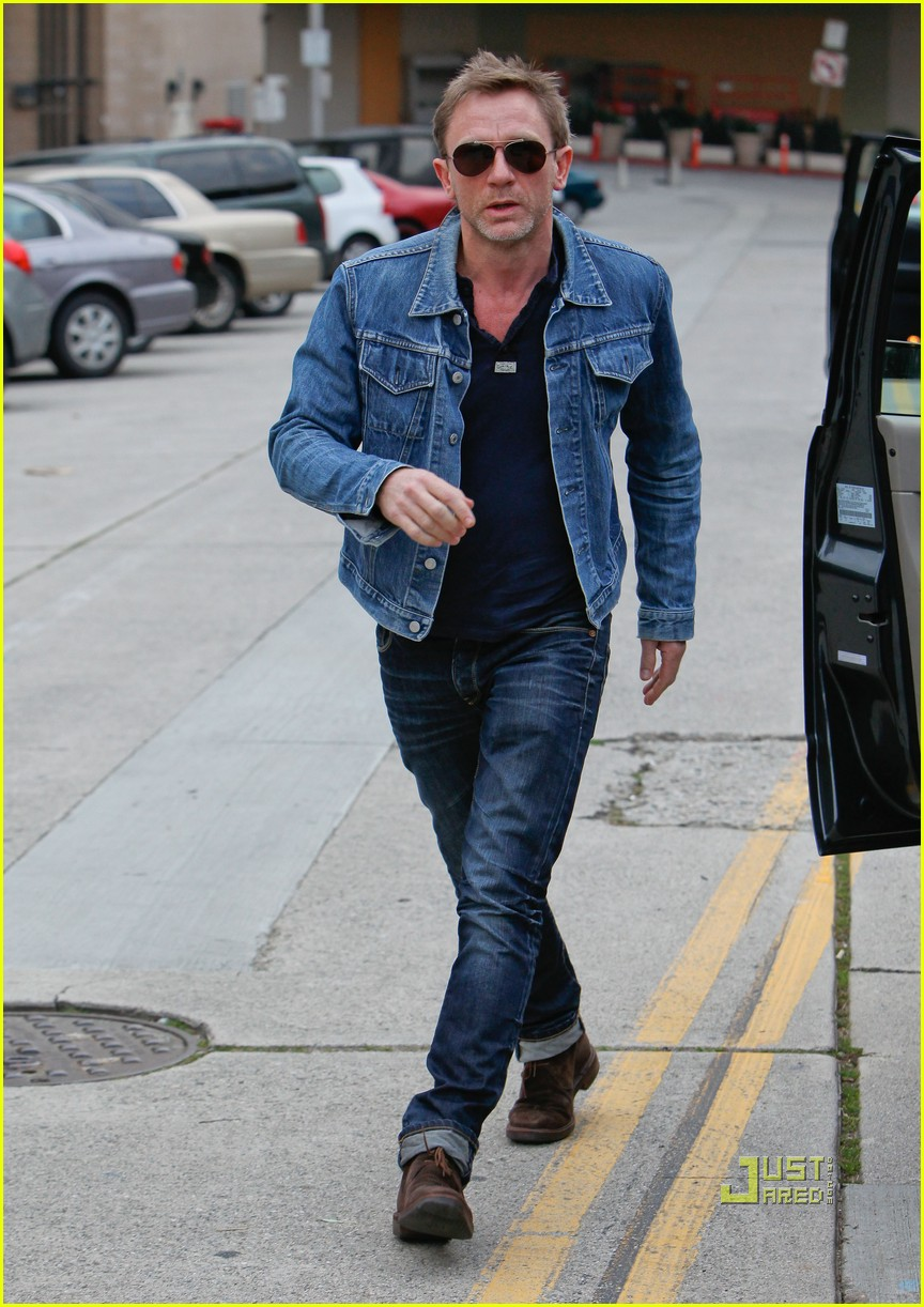 72b230f4b Daniel Craig: Denim Jacket Dude: Photo 2509304 | Daniel Craig ...