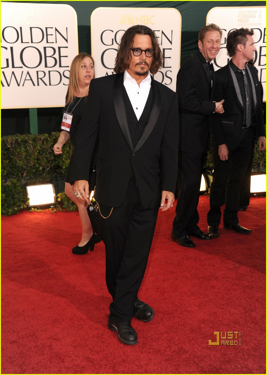 johnny depp 2011 golden globes red carpet 02