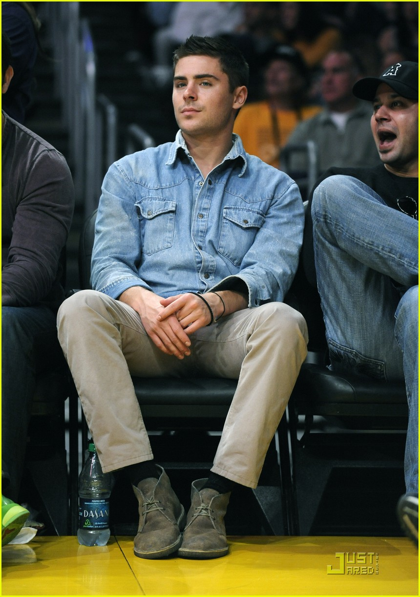 zac efron lakers game george lopez 012515705