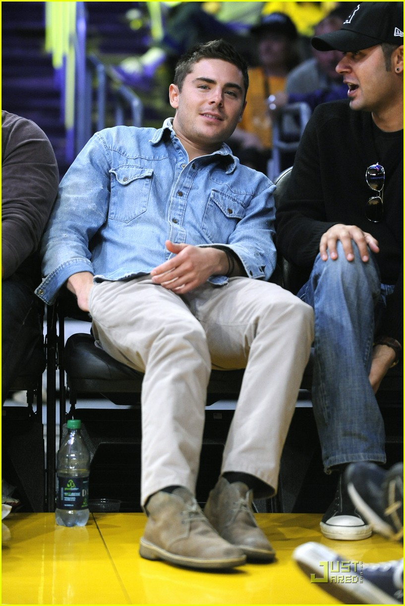 zac efron lakers game george lopez 032515707