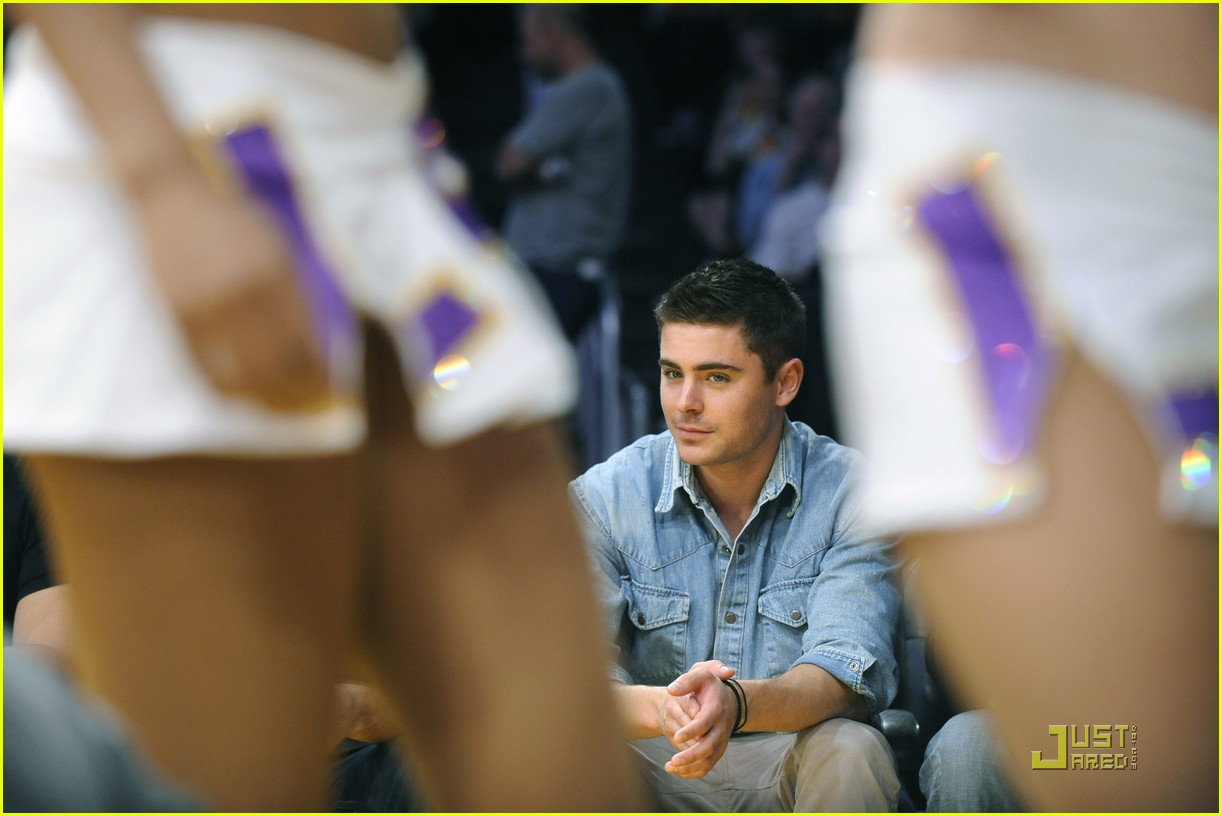 zac efron lakers game george lopez 052515709