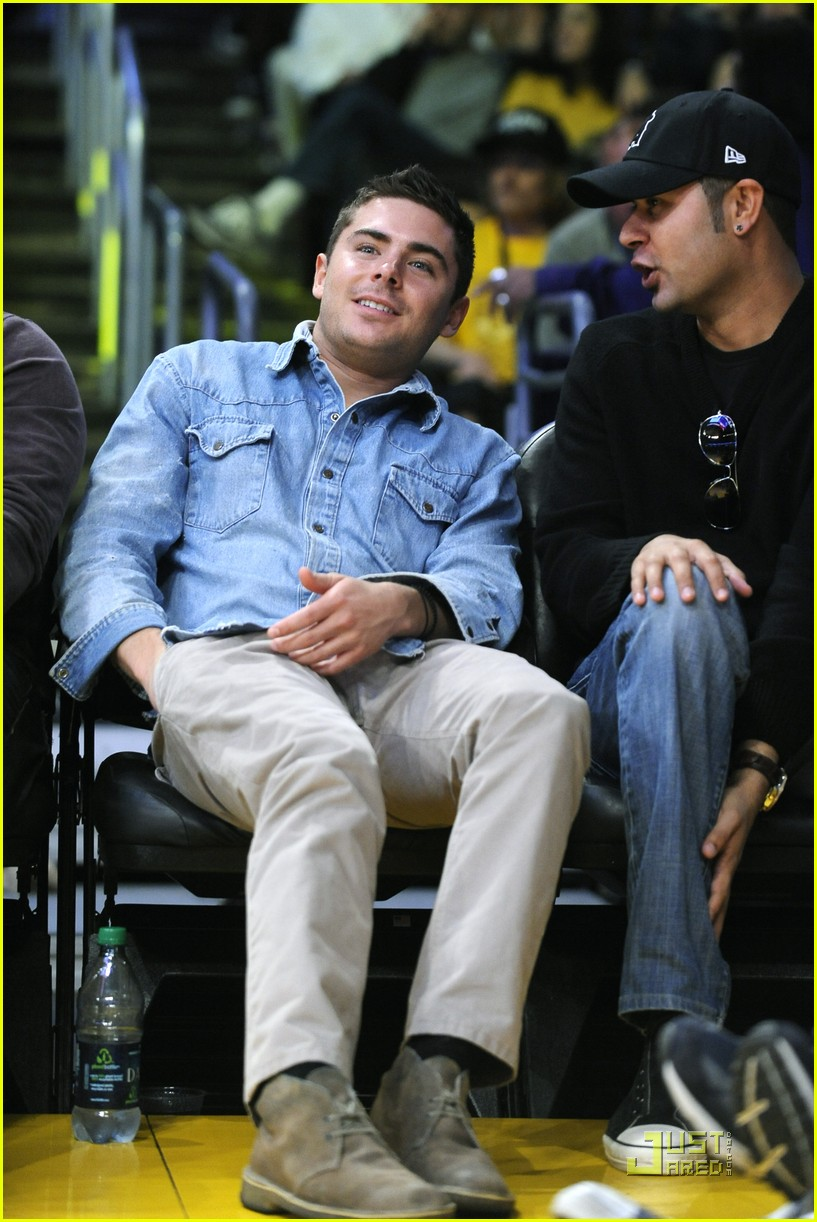 zac efron lakers game george lopez 08