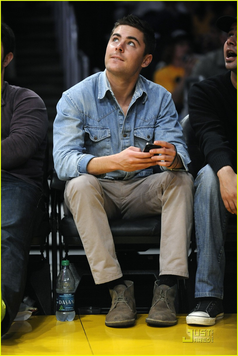 zac efron lakers game george lopez 09