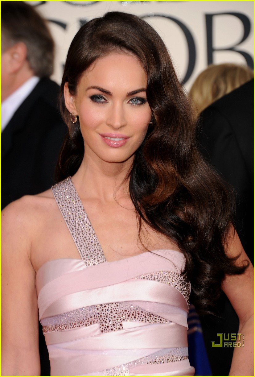 megan fox golden globes red carpet 2011 05