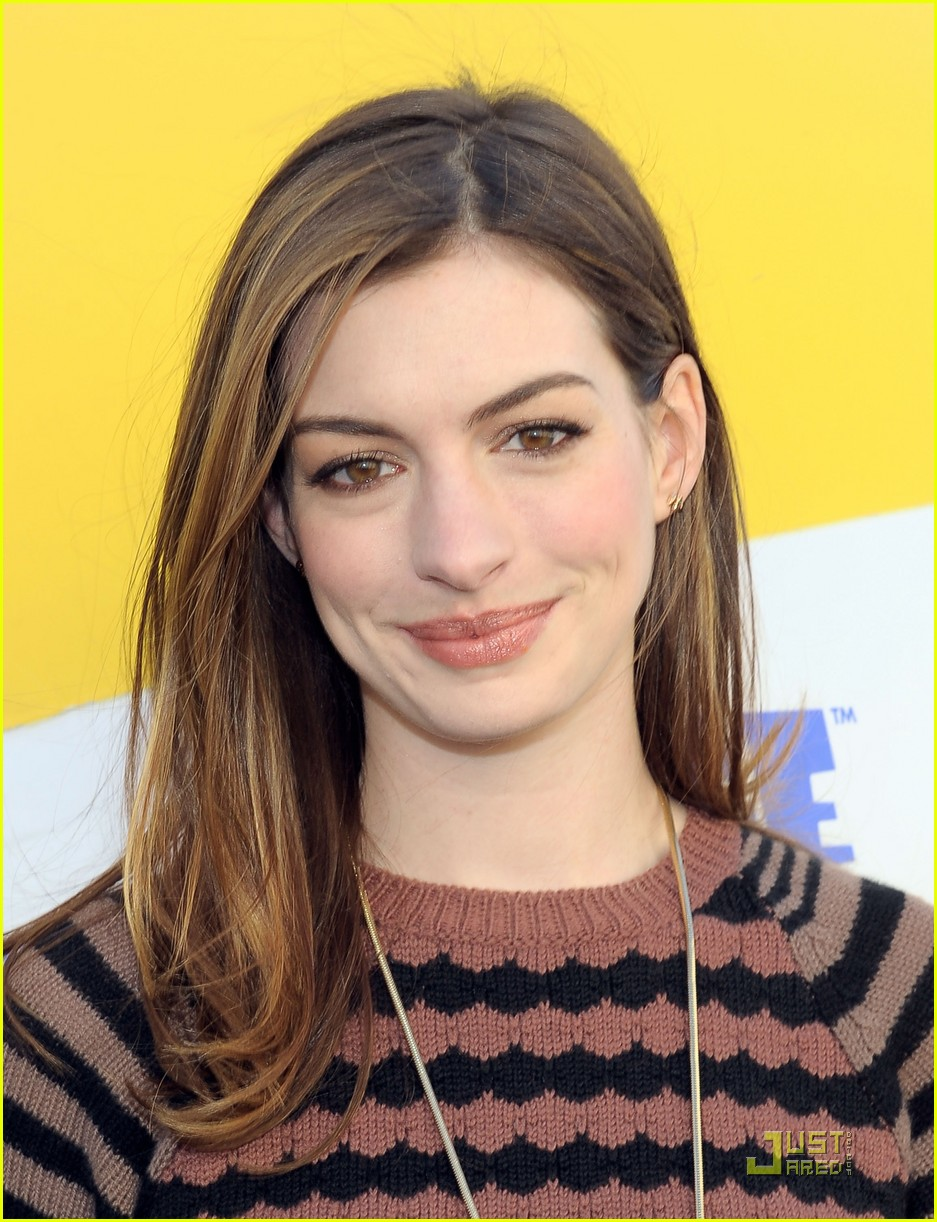 anne hathaway rio screening 092514988