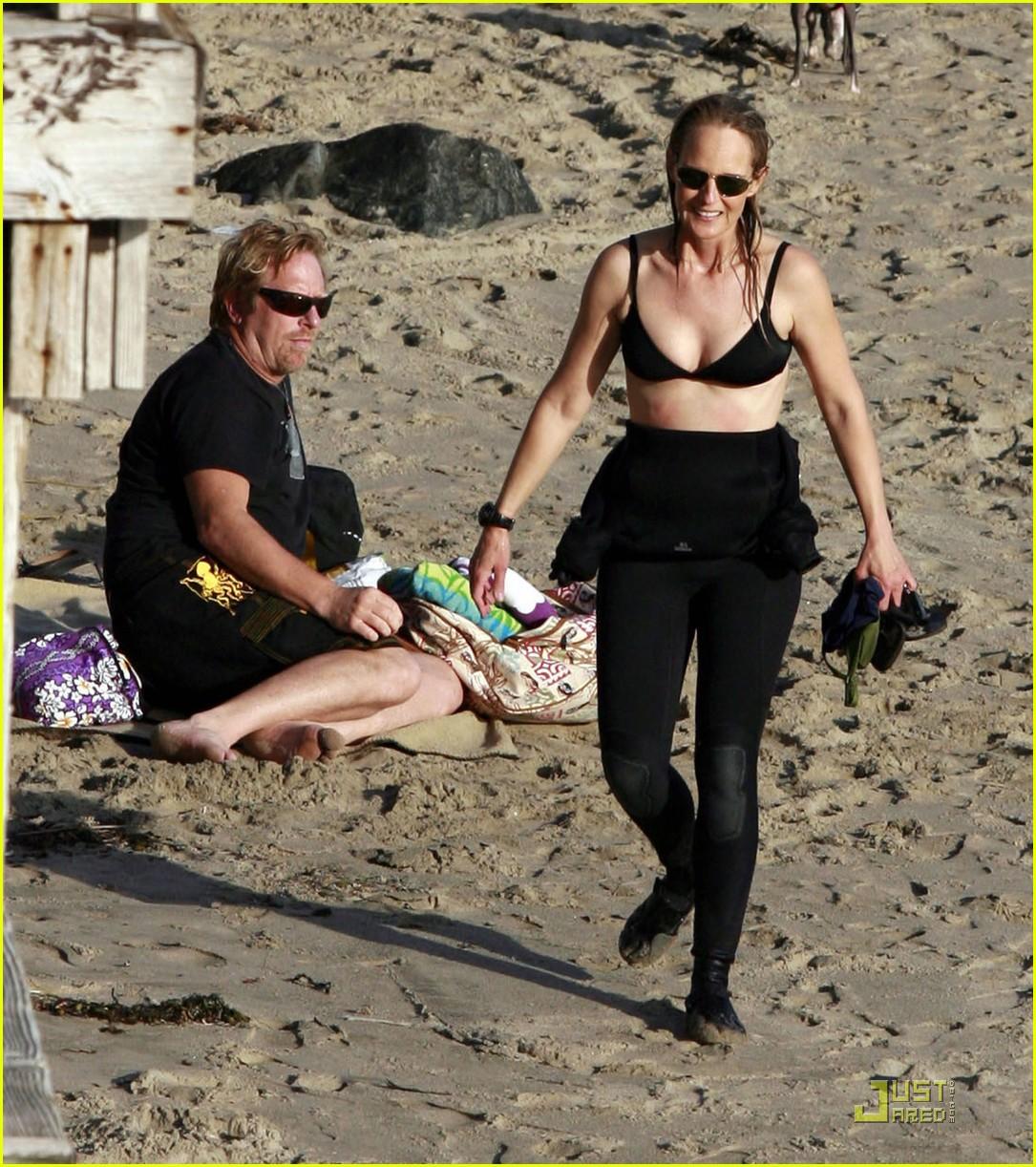 helen hunt bikini surfs up 042512498