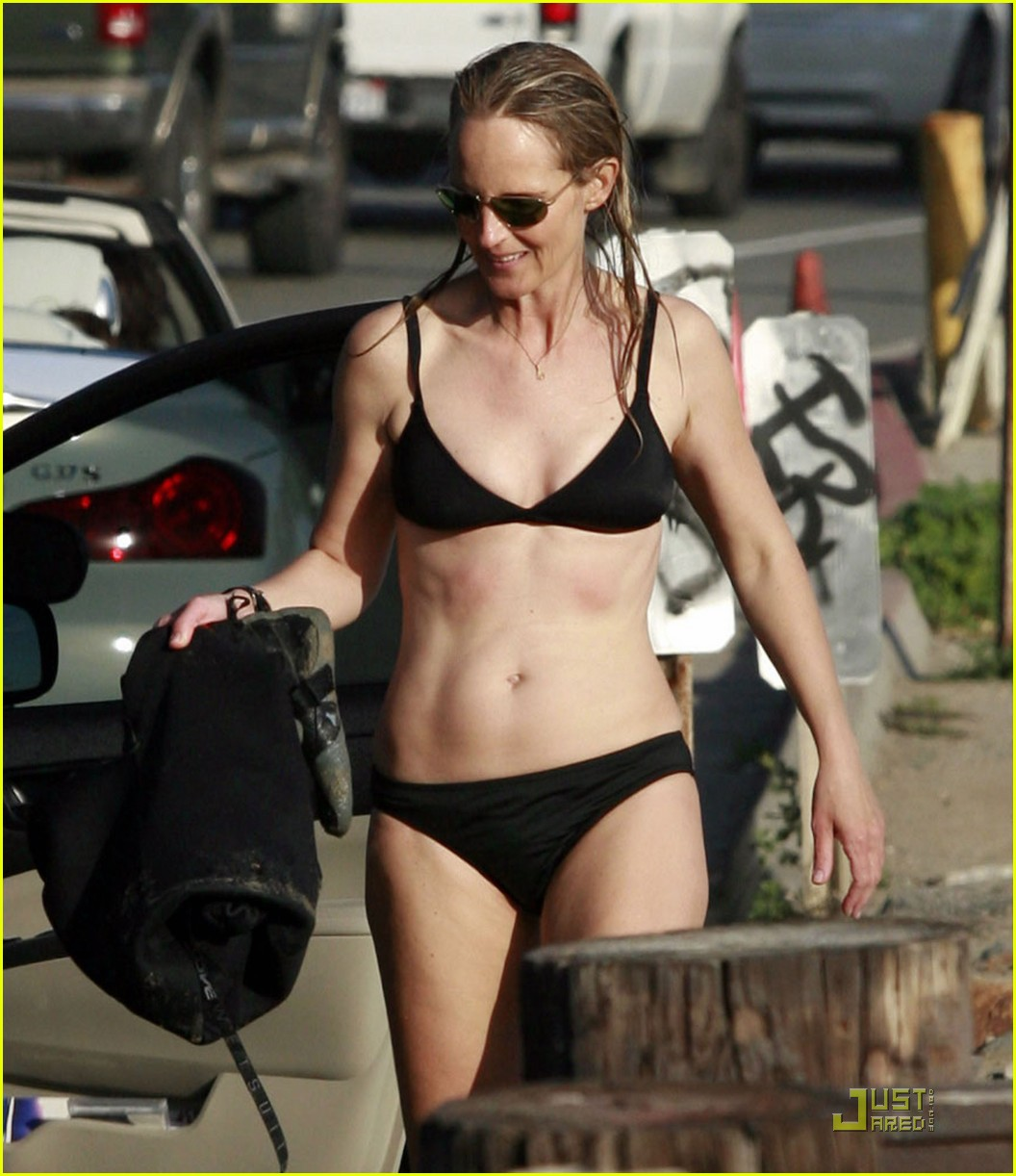 helen hunt bikini surfs up 092512503