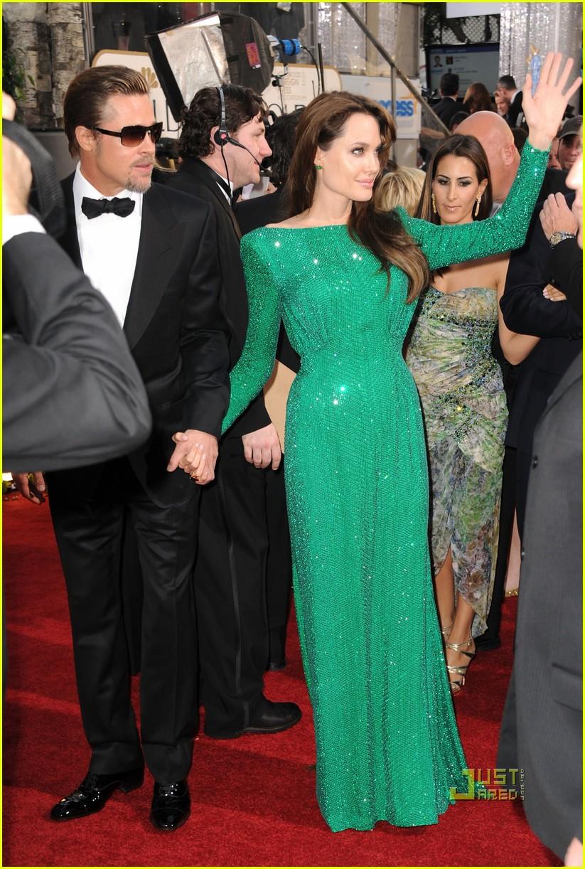 Angelina Jolie - Golden Globes 2011 Red Carpet with Brad ... брэд питт и анджелина джоли