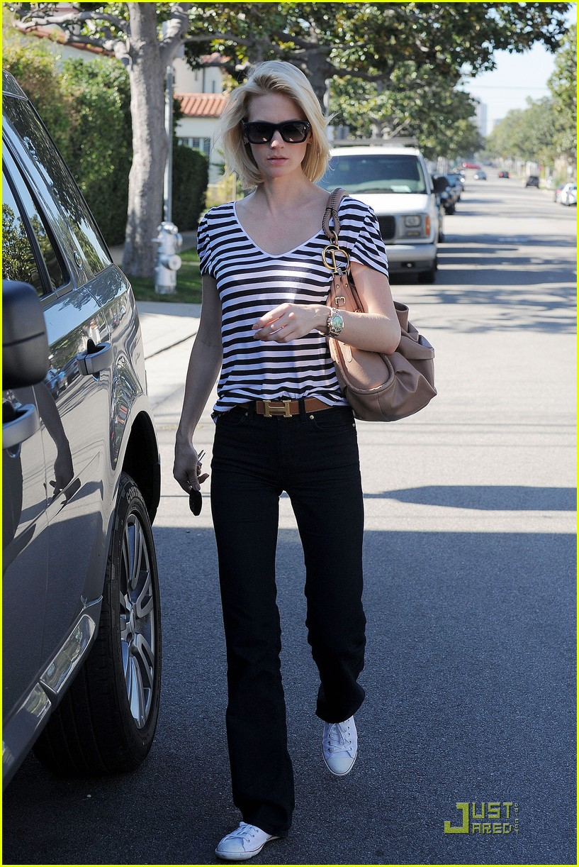 january jones shopping 01