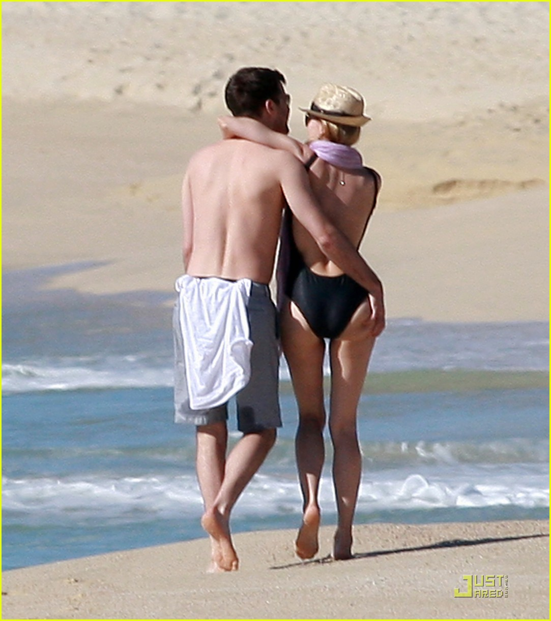 diane kruger rihanna swimsuit twins 042509767