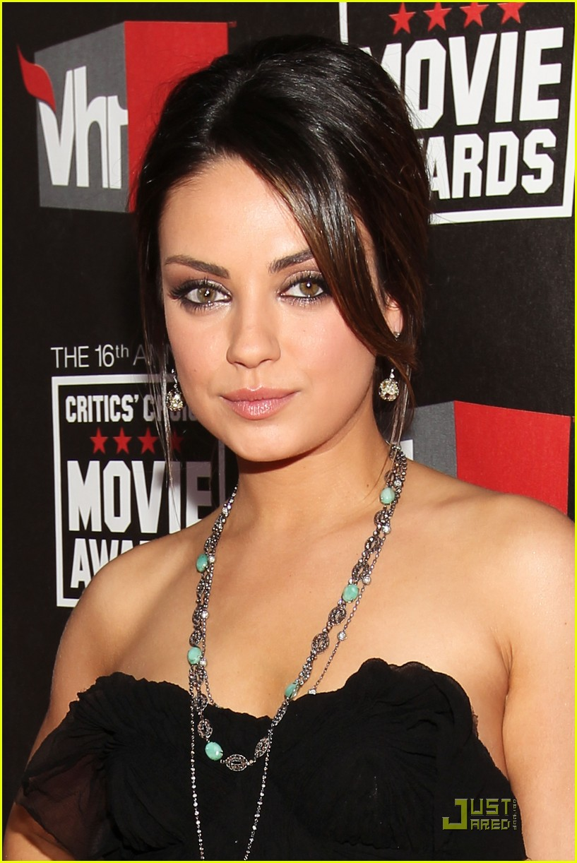 mila kunis critics choice 03