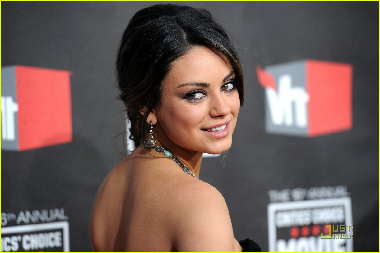 mila kunis critics choice 06
