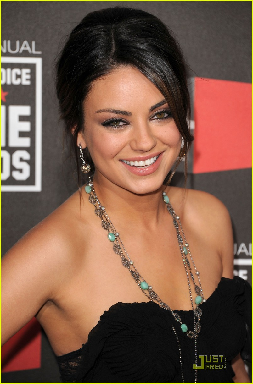 mila kunis critics choice 12
