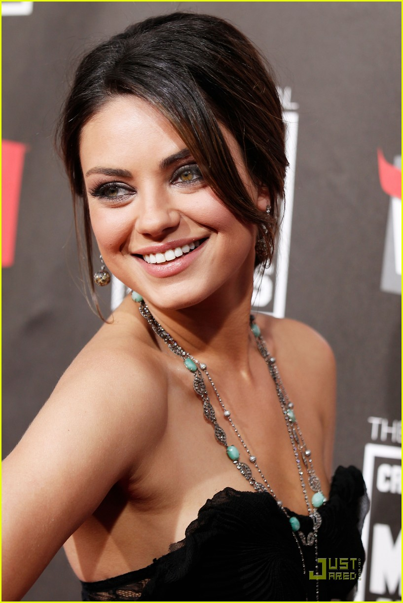 mila kunis critics choice 19