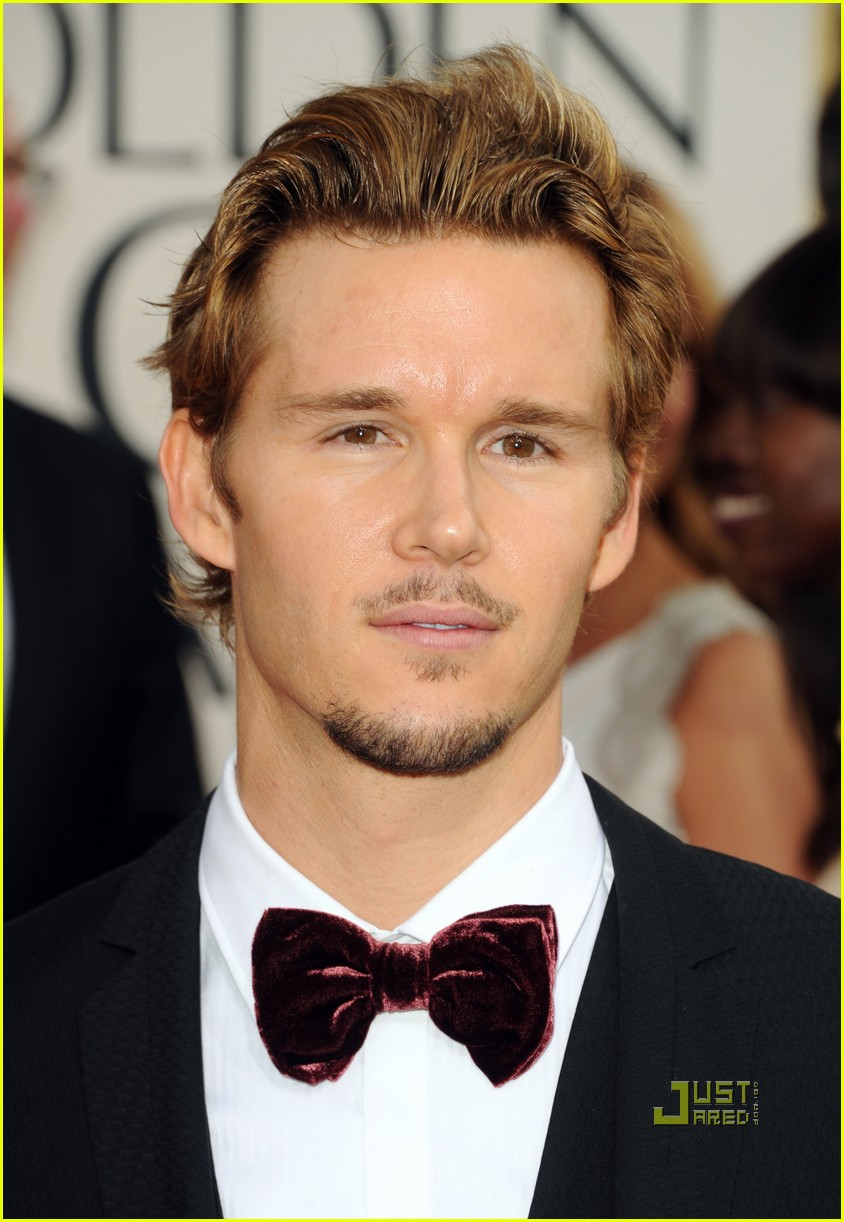 ryan kwanten 2011 golden globes red carpet 01