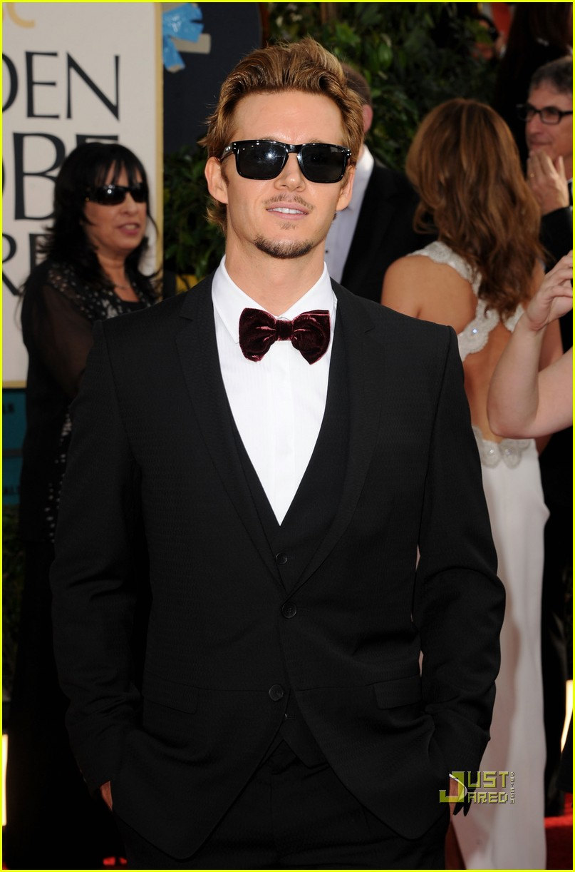 ryan kwanten 2011 golden globes red carpet 08