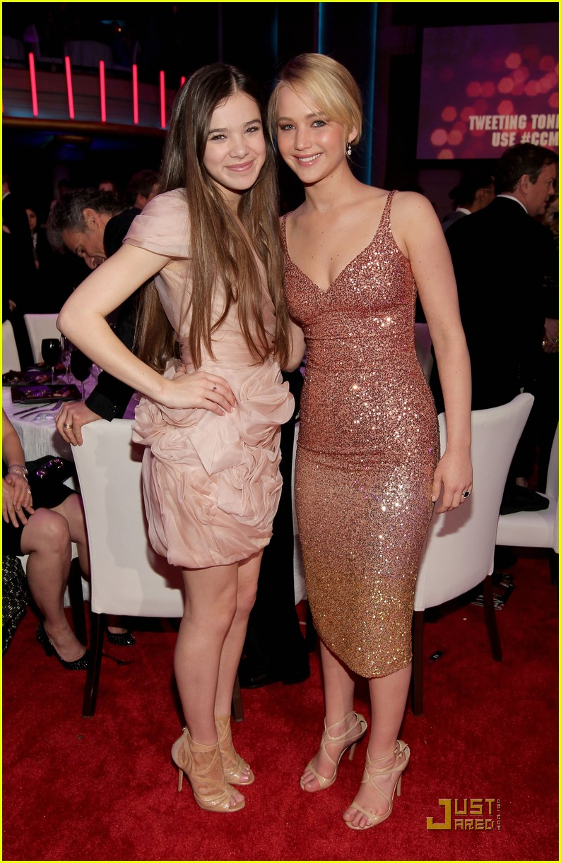 jennifer lawrence hailee steinfeld critics choice awards 04