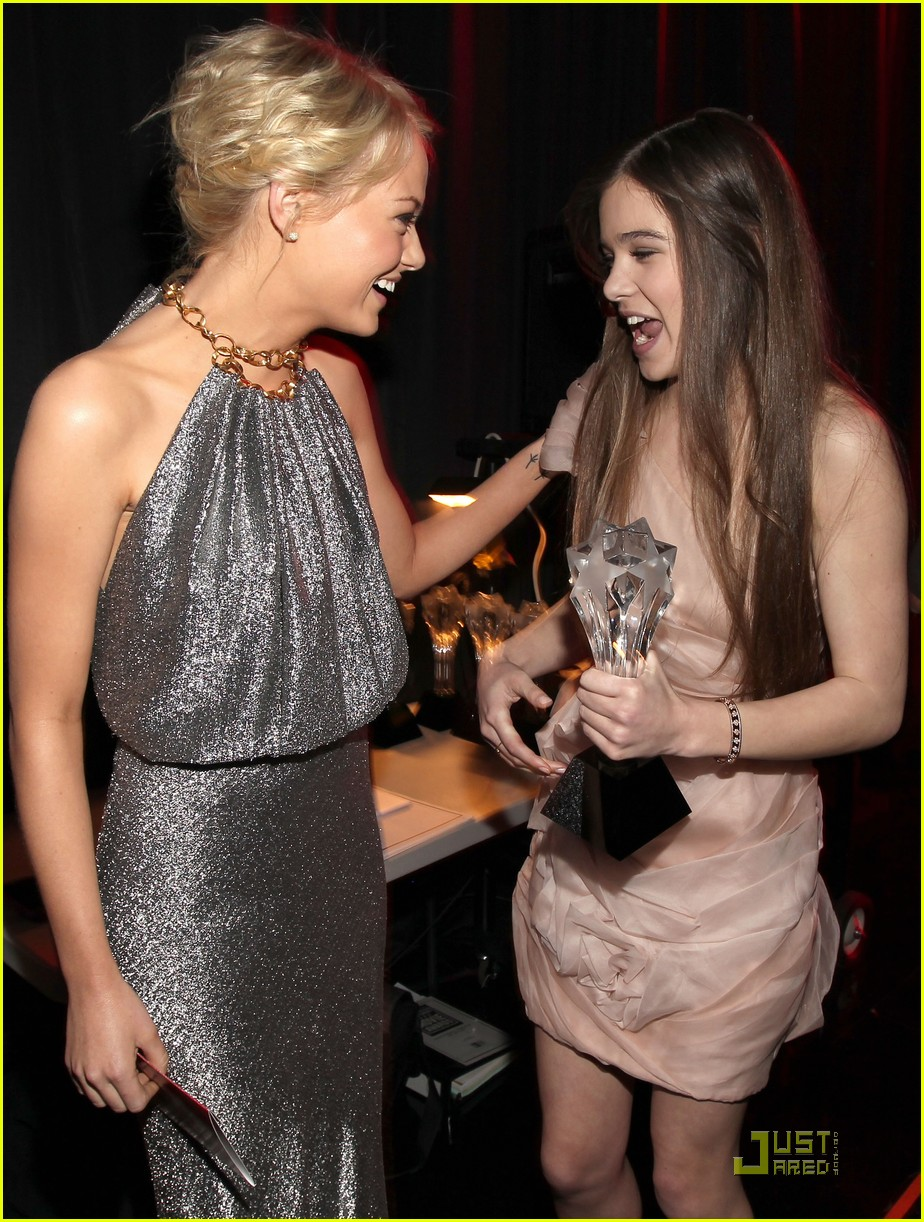jennifer lawrence hailee steinfeld critics choice awards 152511337