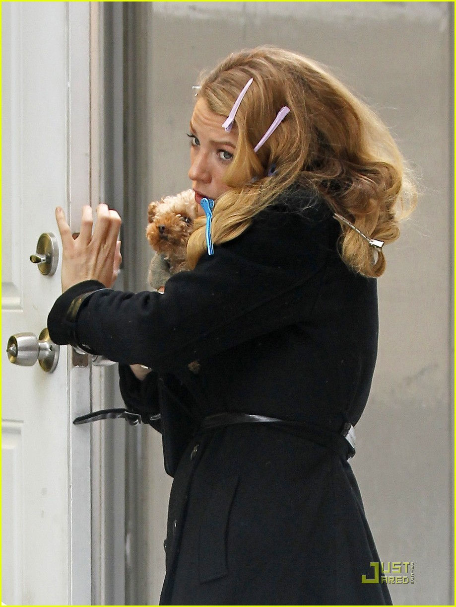 blake lively leighton meester gossip girl snow 012514725
