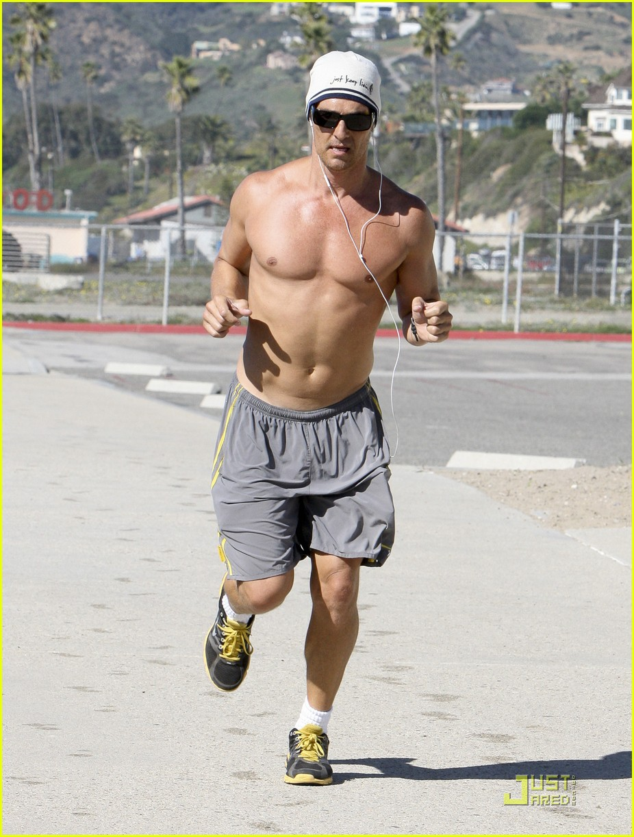 matthew mcconaughey shirtless beach run 122514035