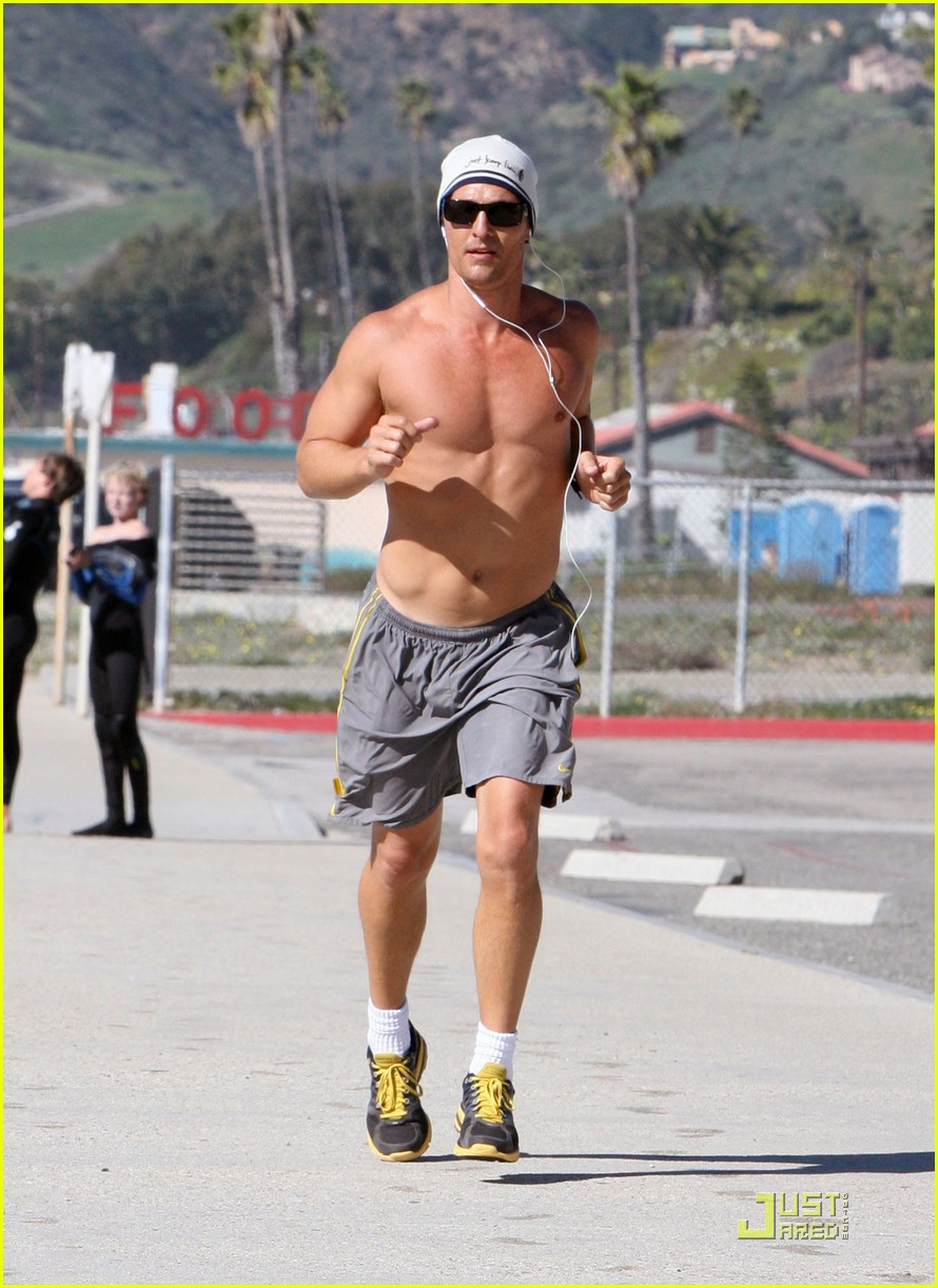 matthew mcconaughey shirtless beach run 152514038