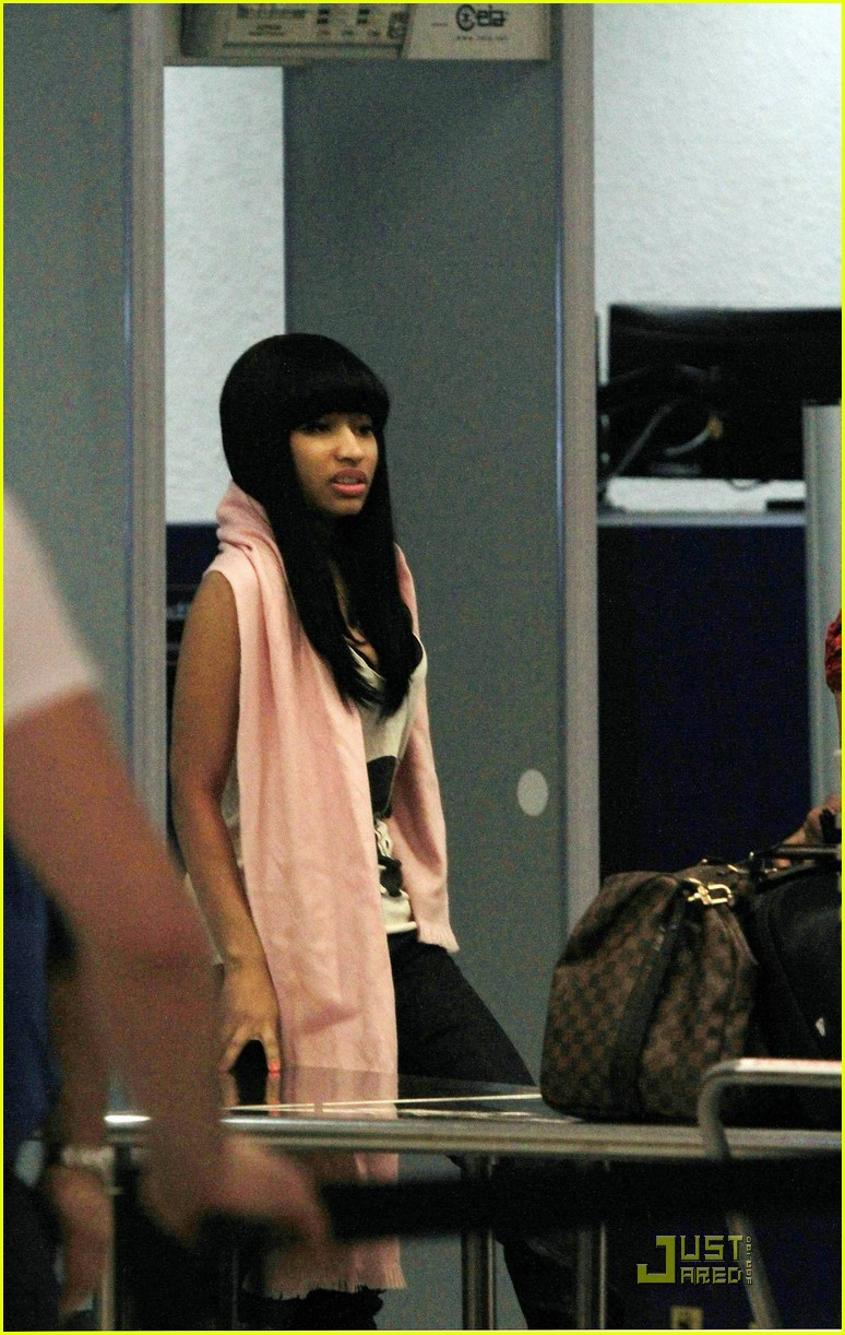 nicki minaj airport 052508073