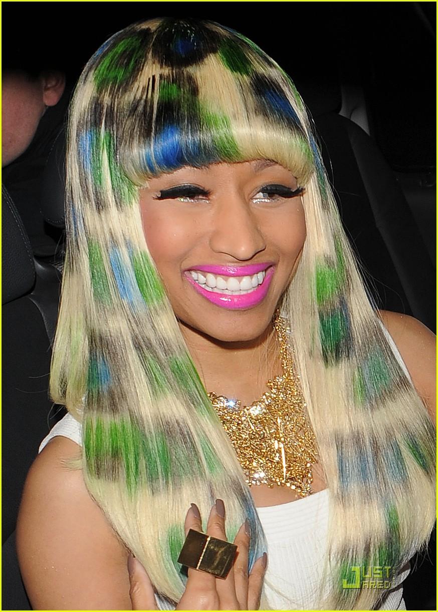 Nicki Minaj Autographs Fans Breast Photo 2513488 Nicki Minaj