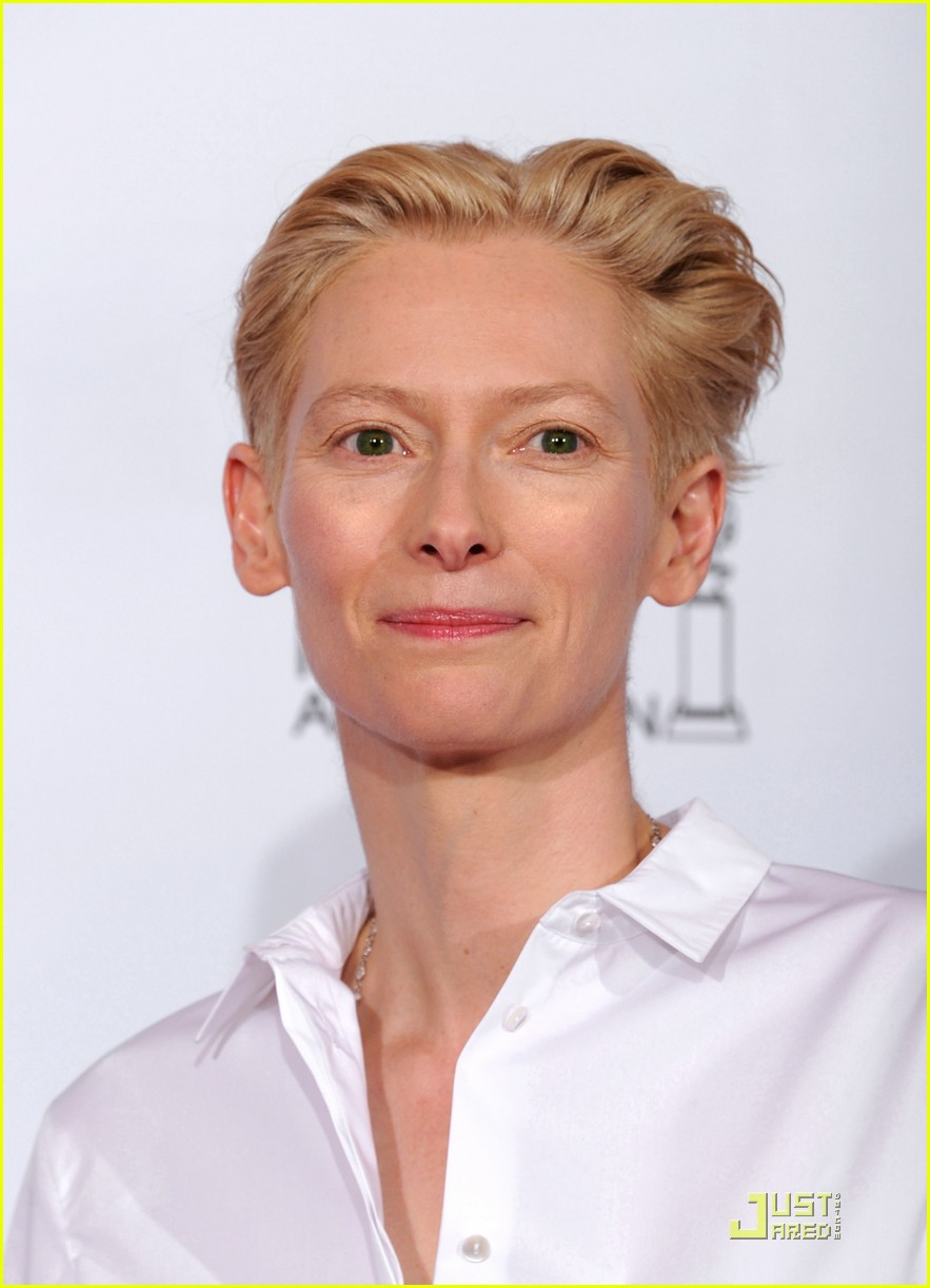 helen mirren tilda swinton golden globes 13