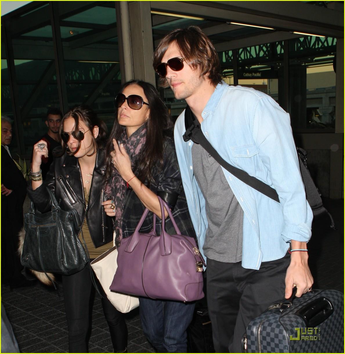 demi moore ashton kutcher en route to brazil 012514553