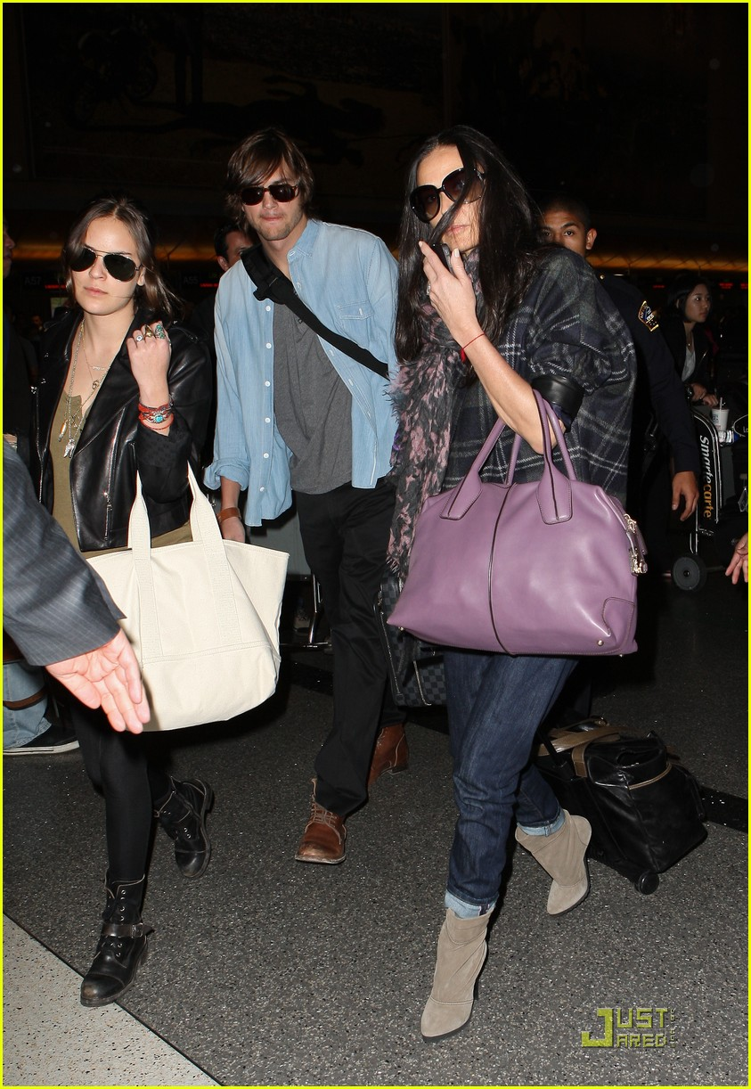 demi moore ashton kutcher en route to brazil 062514558