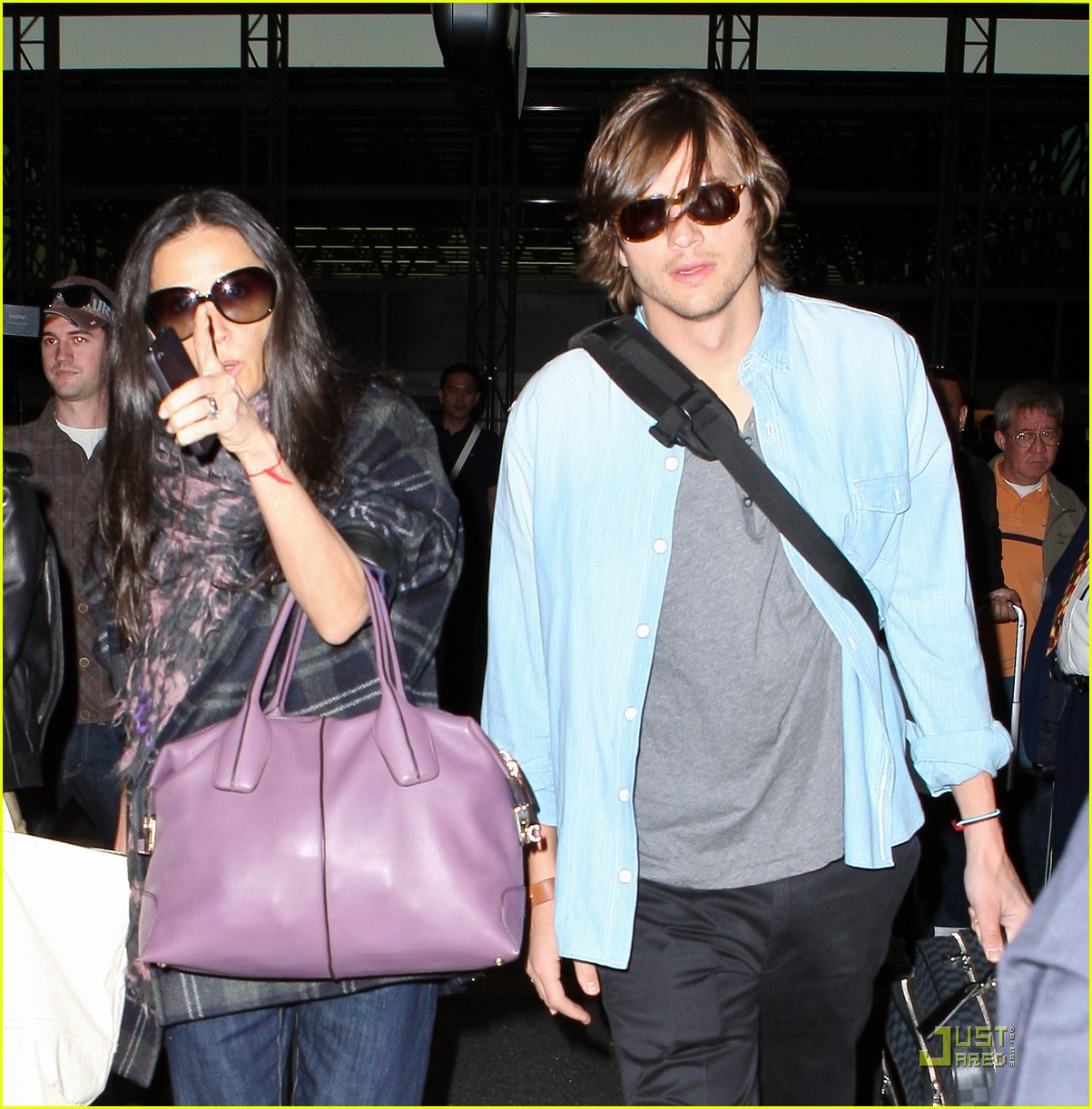 demi moore ashton kutcher en route to brazil 112514563