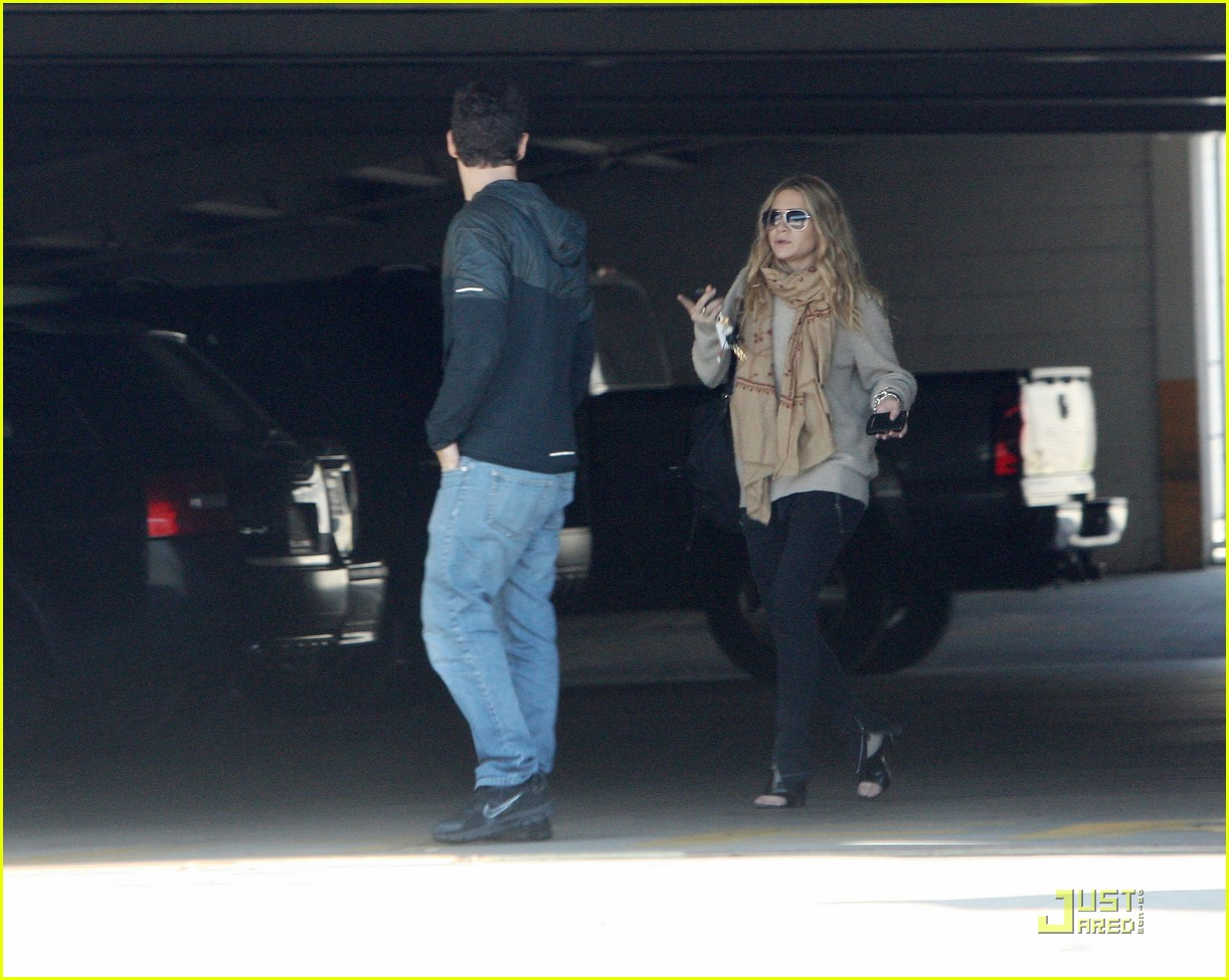 Ashley Olsen Justin Bartha Go Shopping 032508205