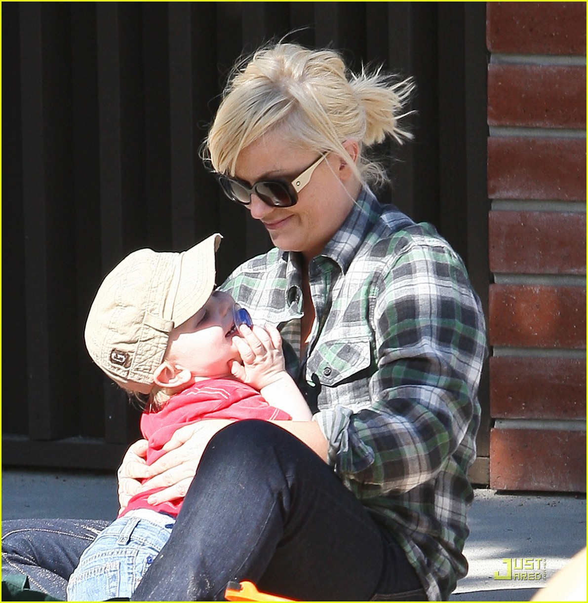 amy poehler playdate with archie 012515178