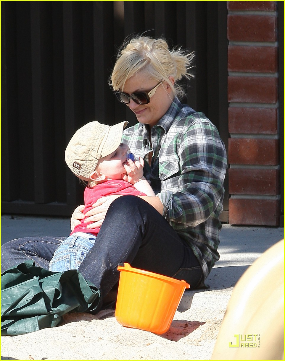 amy poehler playdate with archie 022515179