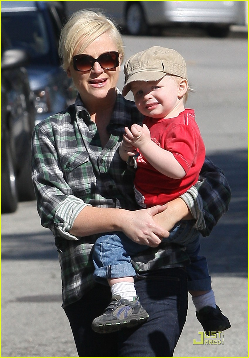 amy poehler playdate with archie 052515182