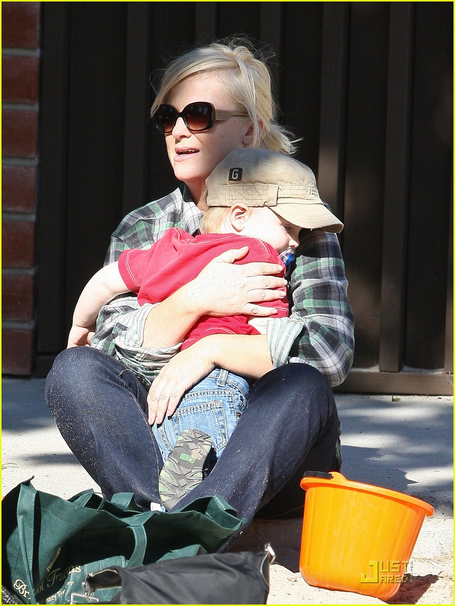 amy poehler playdate with archie 062515183