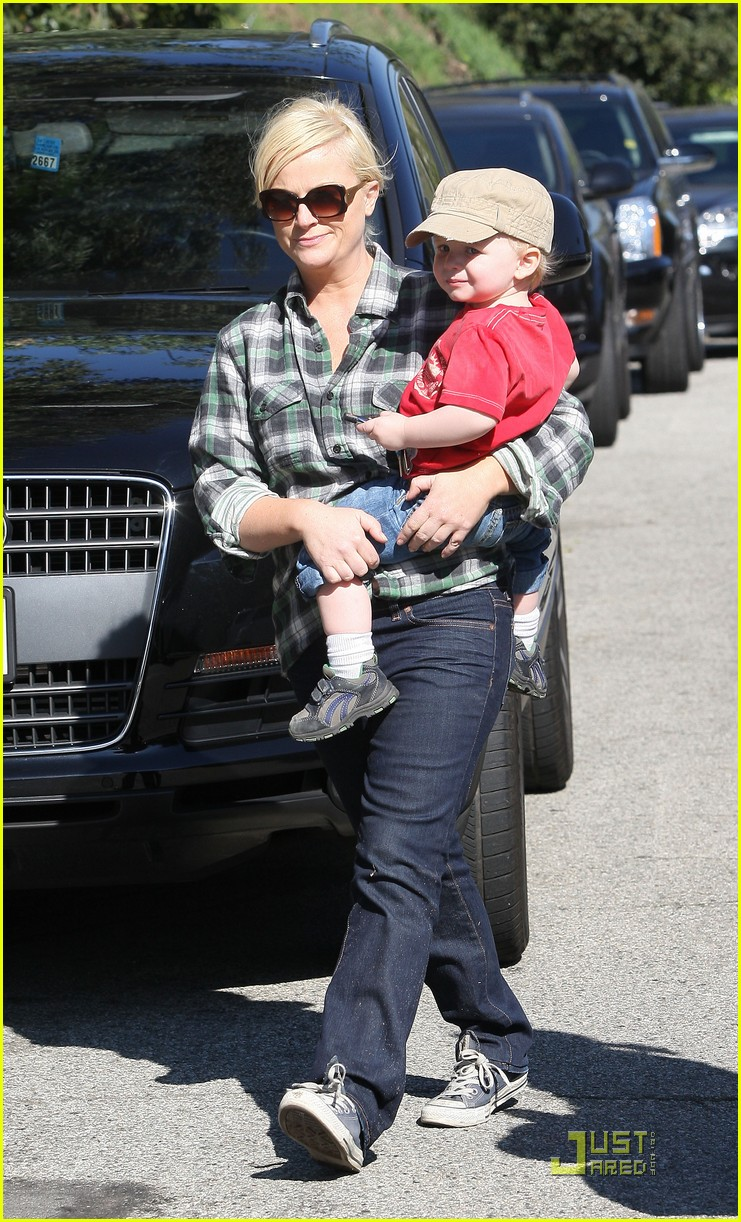 amy poehler playdate with archie 082515185