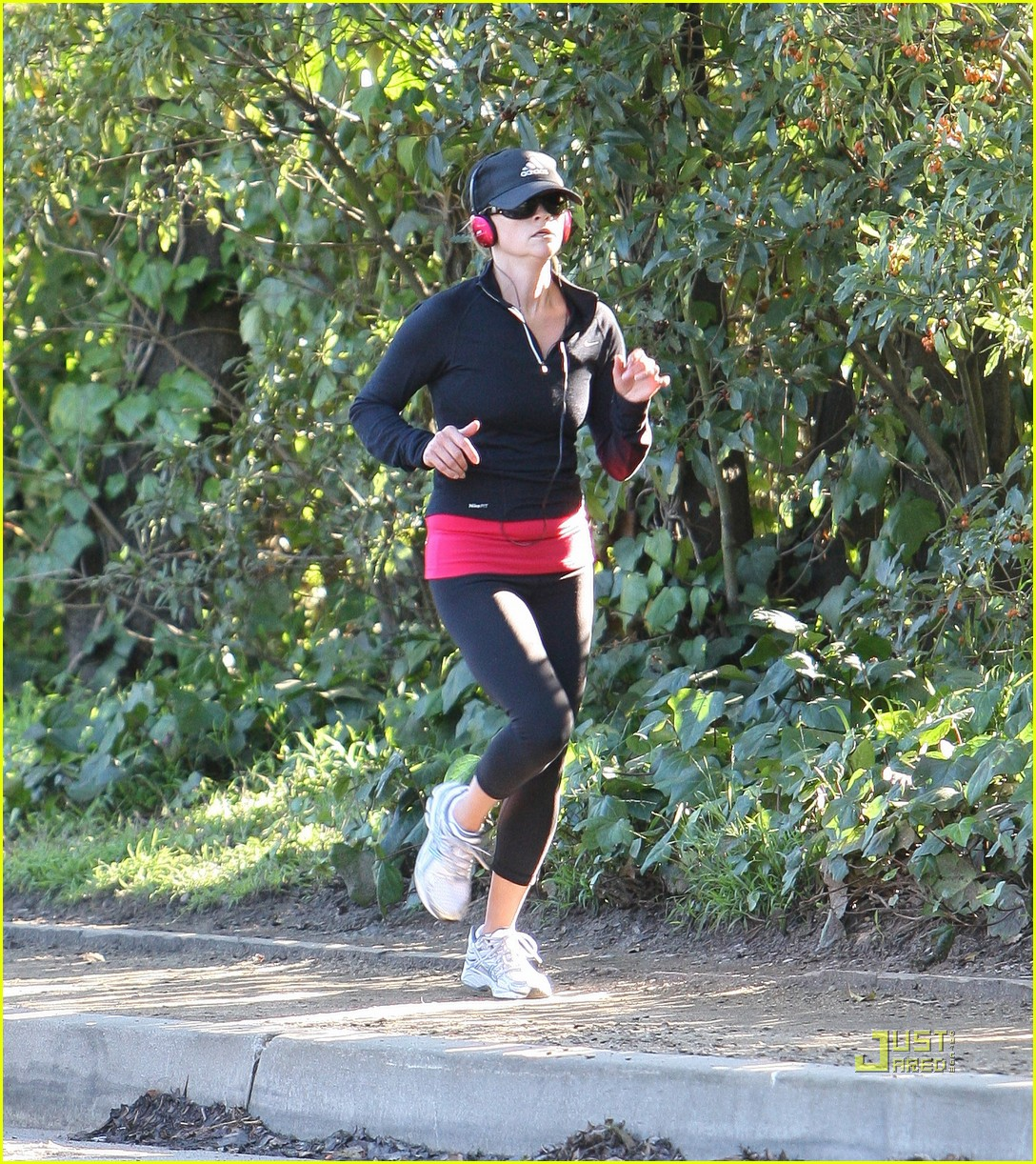 reese witherspoon jog adidas cap 03