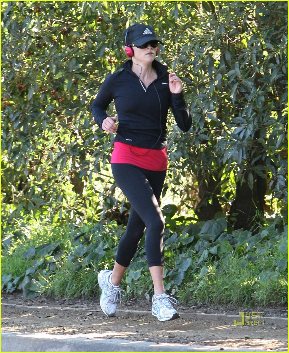 reese witherspoon jog adidas cap 072508120