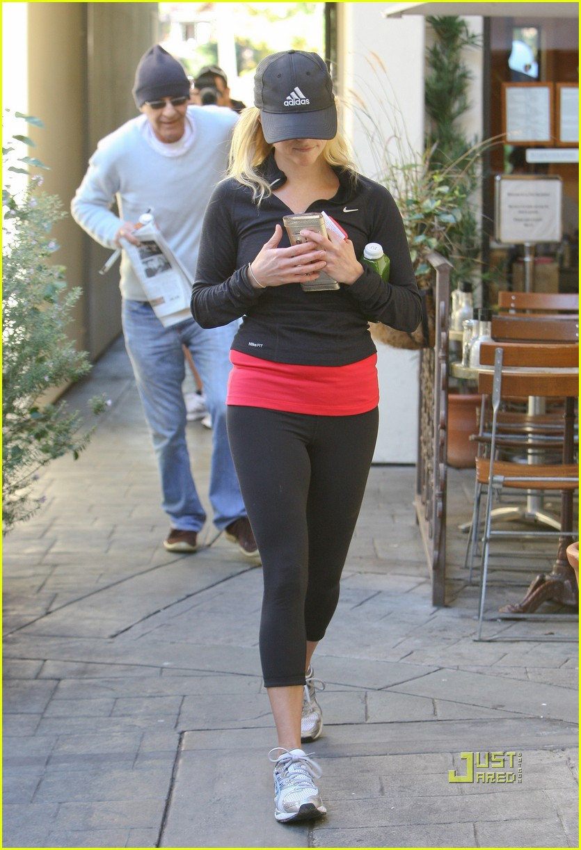 reese witherspoon jog adidas cap 12