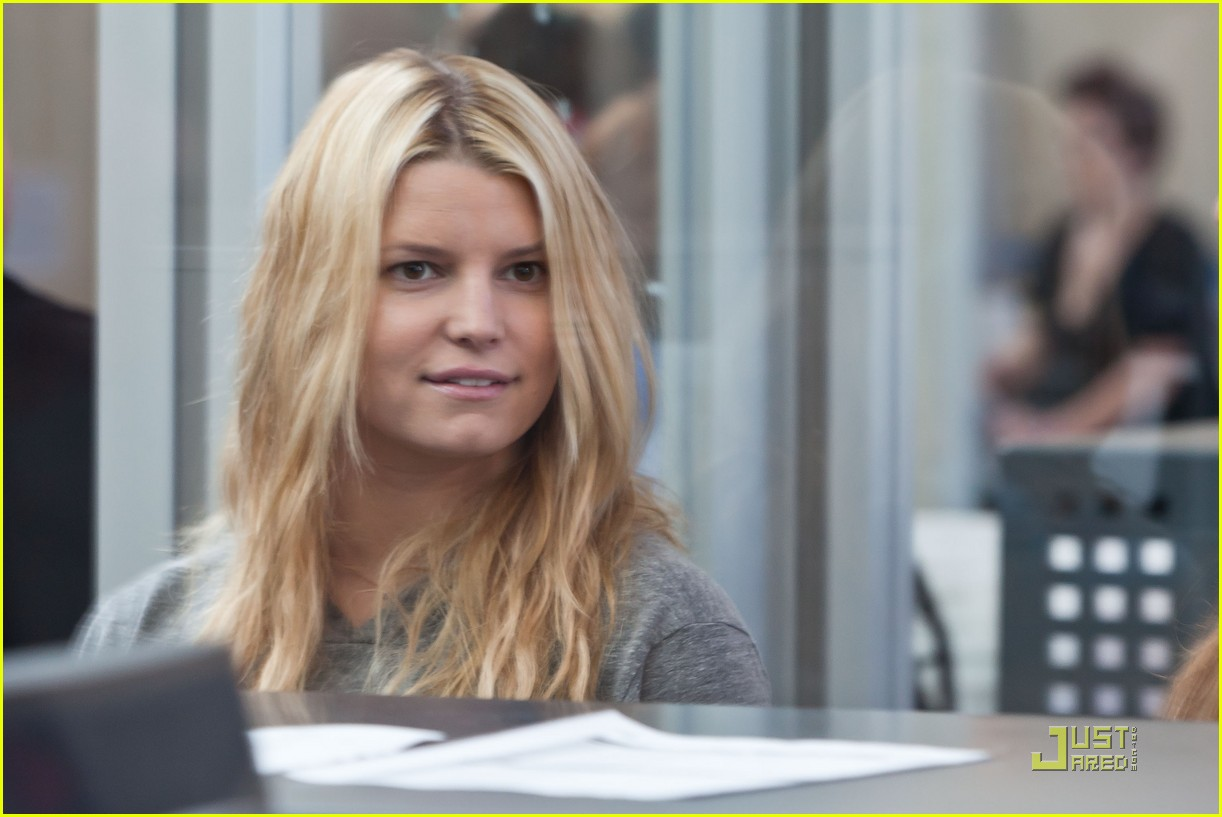 jessica simpson security check in 02