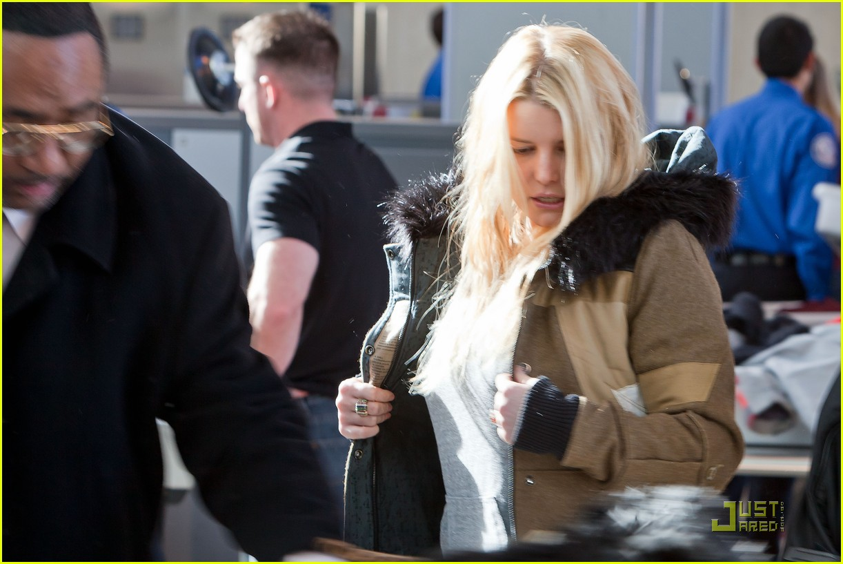 jessica simpson security check in 052508264