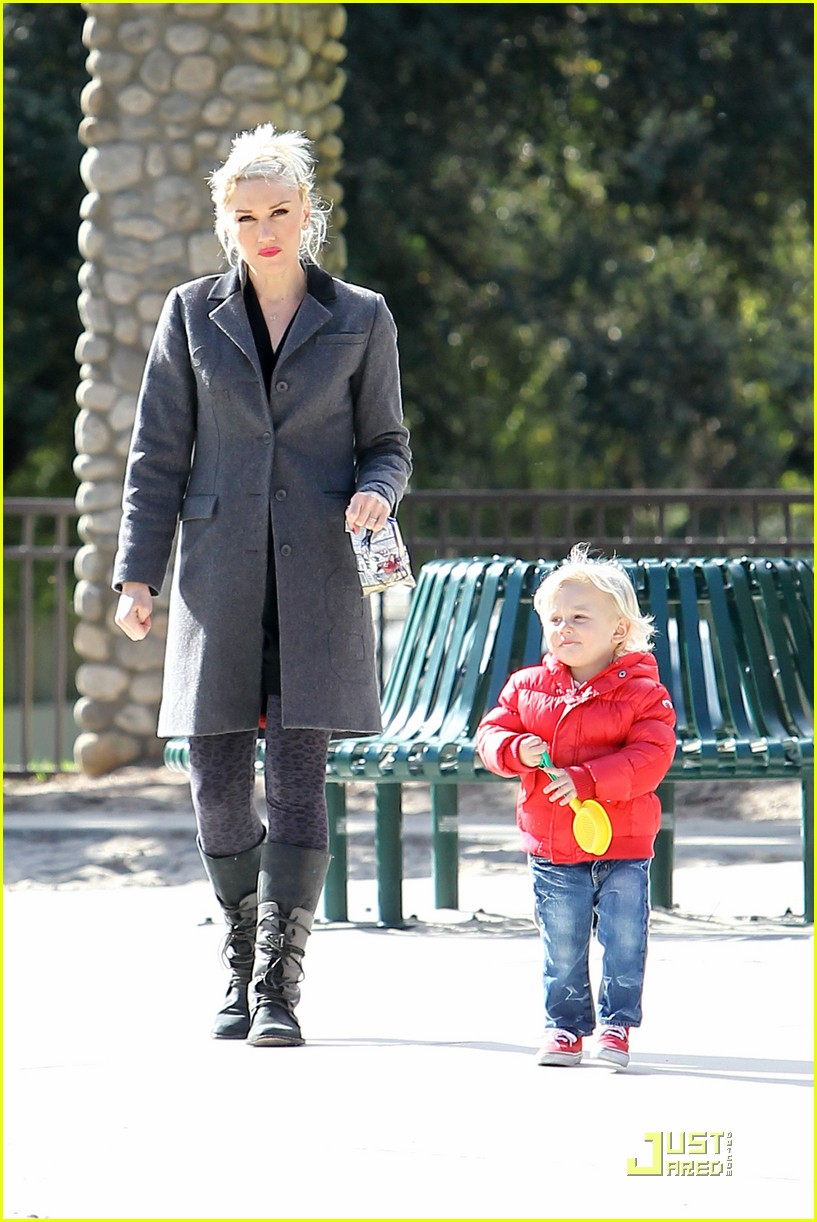 gwen stefani playdate with zuma 02